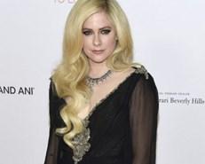 Avril Lavigne returns after near-death illness