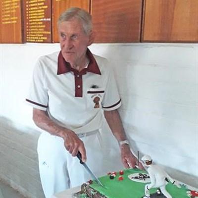 94-jaar mylpaal op rolbanbaan gevier