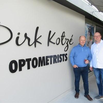 Dirk Kotzé vier opening van nuwe perseel