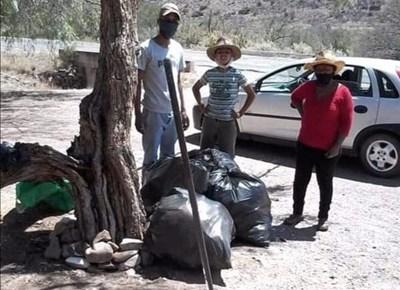 Inwoners maak self dorp skoon
