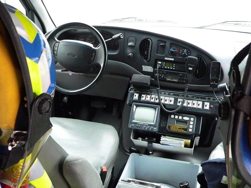 Radio uit ambulans gesteel