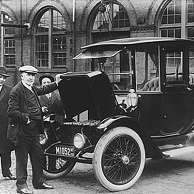 First electric car set landspeed record in 1900