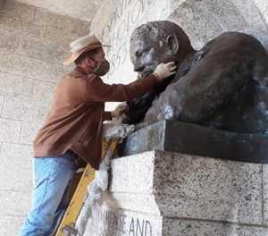 Rhodes Memorial statue gets repaired