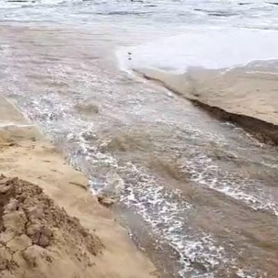 Klein Brak River being breached