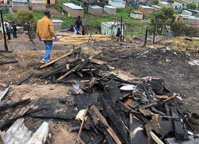 Fire destroys nine homes