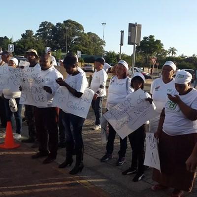Rugby-betogers oorhandig petisie