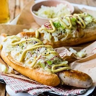 Recipe: Gourmet dogs with bratwurst and sauerkraut