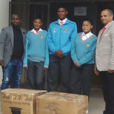 Kaalvoet Mzansi gives learners shoes