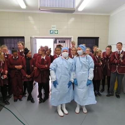 Hoërskool besoek patologiese eenheid