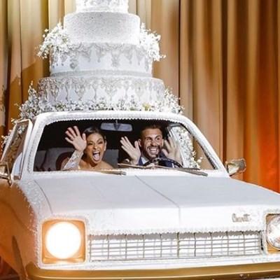 Giant wedding cake car gets people revved up