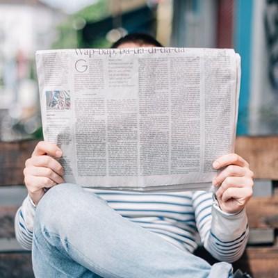 Koerant en lesers 'n gedugte span