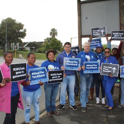 Winde joins mayor to protest petrol hike