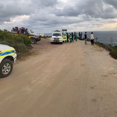 Another vehicle crashes down cliffside on Voëlklip road