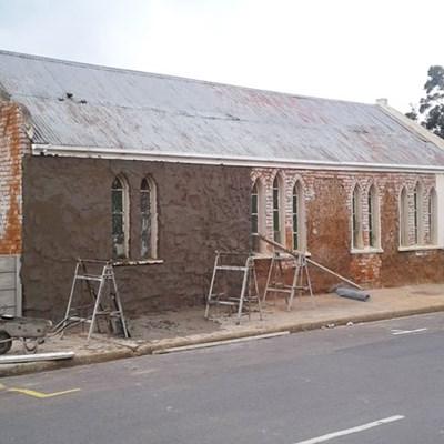 Historiese kerk van verval gered