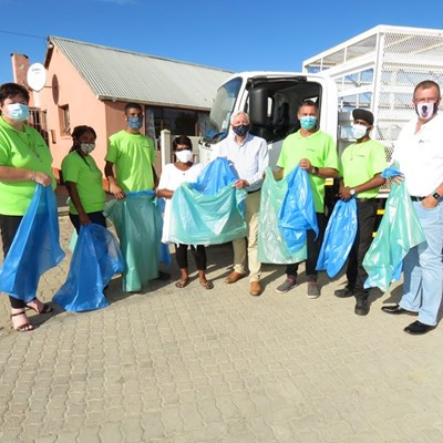 Mayor joins in handing out of green and blue bags