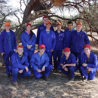 Jong jagters besoek Kalahari