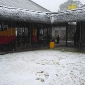 Snow falls in Drakensberg near Van Reenen's Pass