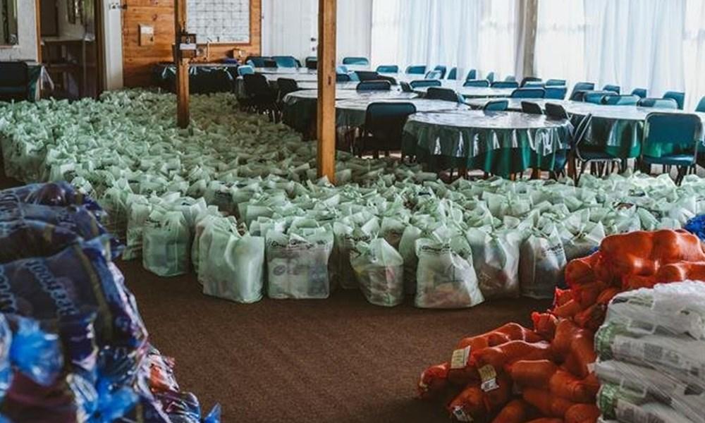Kolisi foundation donates 200 food parcels