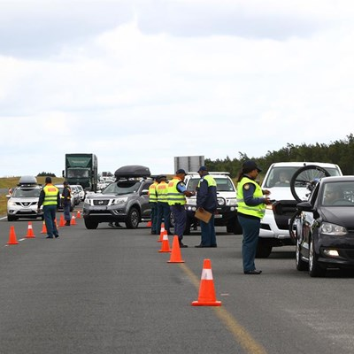 Safety in numbers at roadblock