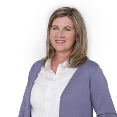 Vrouedirekteur bied spesialis regsadvies