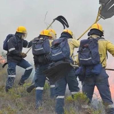 Fire raging in Soetkraal, firemen on scene