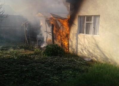 Struktuur in Wilgerstraat brand uit