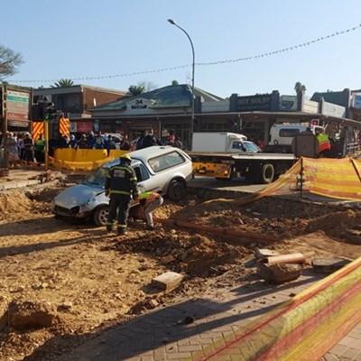 Bakkie overturns on Gray Street