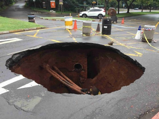 Sewer pipe failure causes massive sinkhole in Durban