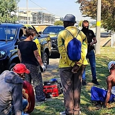 2 people stabbed in Alberton attempted robbery