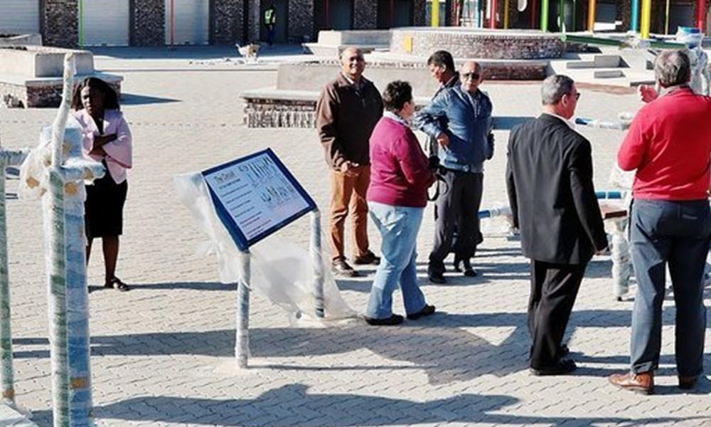Mayor visits Mayixhale corridor site