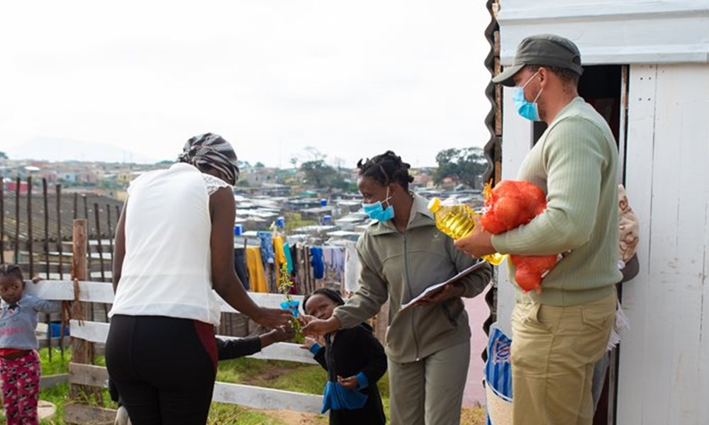 SANParks delivers food to hungry communities