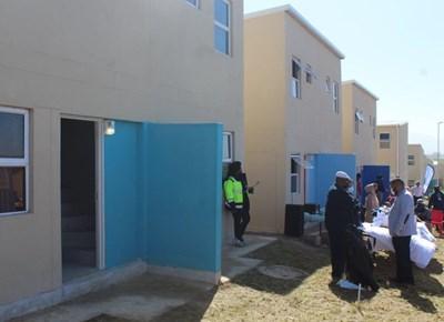 Syferfonteiners van die informele nedersetting ontvang nuwe huise