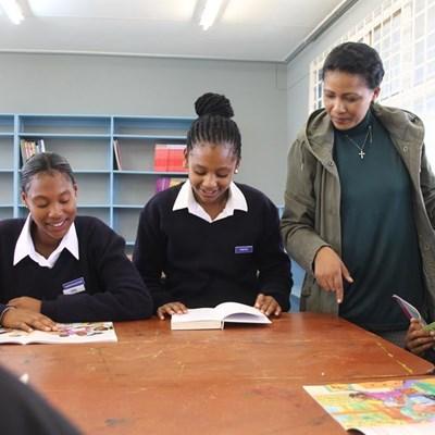 Olympia Vaardigheidskool soek donasies vir biblioteek
