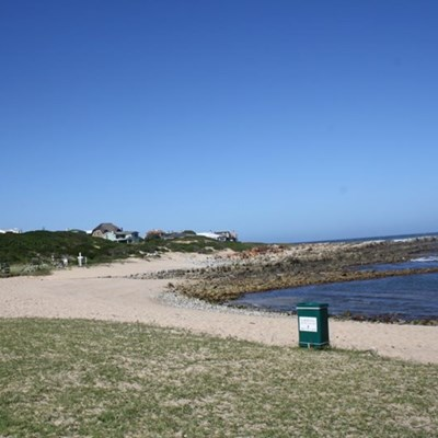 Strande tydelik gesluit