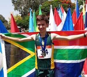 George-atlete presteer in Laser Run-wêreldbyeenkoms