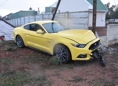 Mustang tref muur