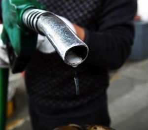 Motorists block KZN roads over fuel price hike