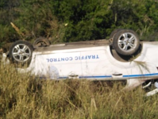 Traffic control vehicle overturns on R75