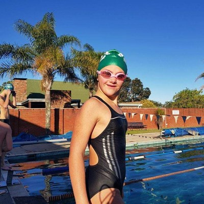 Sonnige Minke gaan harte en swemtye verower