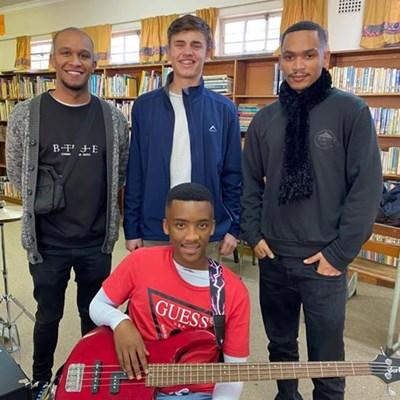 Oud-Kwagga woeker met sy musiektalent