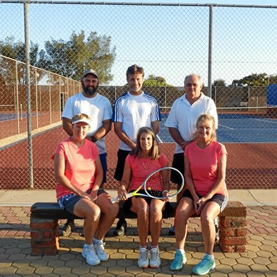 Hartenbos-tennisklub sorg vir opskudding