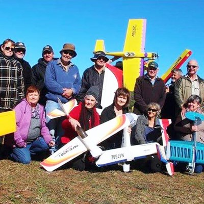 Modelvliegtuigies sorg vir sports