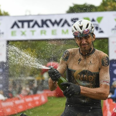 Cycling pair kick-off 2020 in (muddy) style