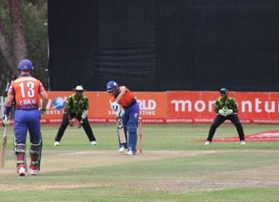 Cape Cobras vs Warriors in Oudtshoorn