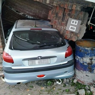 Garage Crumples In Bizarre Accident Mossel Bay Advertiser