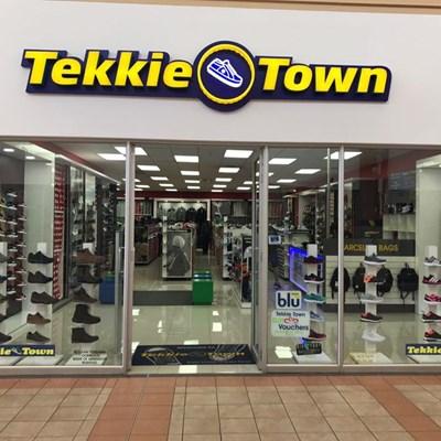 Steinhoff shoe doesn't fit Tekkie Town