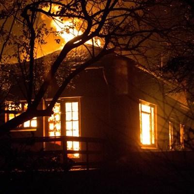 """High risk of """"mega-fires"""" recurring"""