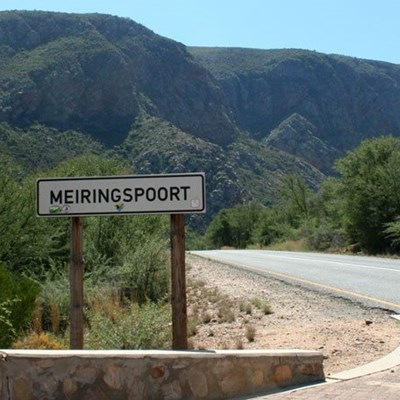 Meiringspoort closed to traffic