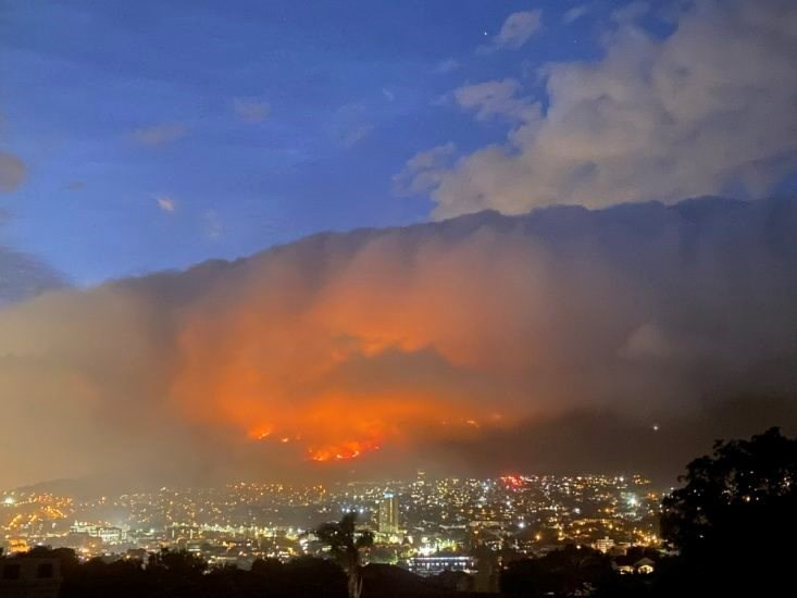 Cape Town fire 'largely contained'