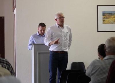 Minister Alan Winde besoek Riversdal